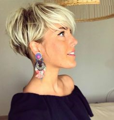 Blonde Short Hair In Pixie Cut Blond 2018 : Bob Frisuren 2017 Pixie Cut With Long Bangs, Pixie Cut Blond, Short Hair Cuts For Women, Pixie Cuts, Short Pixie, Short Shag, Blonde Pixie, Pixie Bob, Cool Short Hairstyles