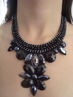 Maxi colar preto com azul grafite  pronta entrega  O valor do frete é o mesmo para mais de uma peça ...aproveitem!!