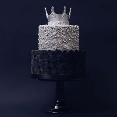 Weddings & Celebration cakes crown black silver metallic unique Patisserie in Russia, Moscow. White Birthday Cakes, Make Birthday Cake, Beautiful Birthday Cakes, Beautiful Wedding Cakes, Beautiful Cakes, Amazing Cakes, Twix Cupcakes, Cupcake Cakes, Crown Cake