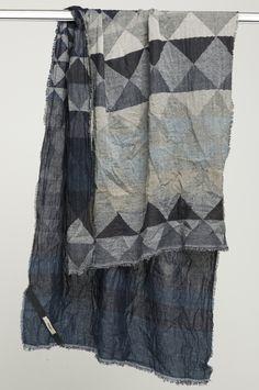 Beautiful HUMANOID geometric pattern wrap | Grey