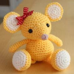 Hi. Today we present you another amigurumi crochet art comes from littlemuggles.com They are very tallented crafts masters if they creat so beautiful sweet mouse. Every child will be happy if get it as a