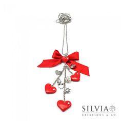 Collana lunga con cuori rossi e charms stile Tiffany