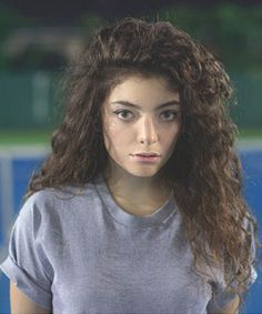 How to Get Lorde's Curly Hair, love this curly and wavy hair style from Lorde