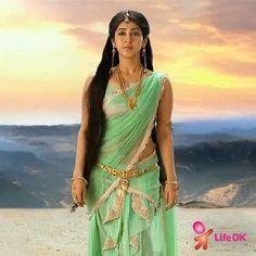 Parvati looks mesmerizing in this pale green outfit! Devon Ke Dev Mahadev, Sonarika Bhadoria, Indie Mode, Saree Photoshoot, Most Beautiful Indian Actress, Indian Beauty Saree, Half Saree, Indian Models, Indian Celebrities