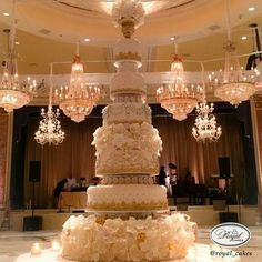 Want to make a statement with your wedding cake? Then be prepared to be completely blown away or rather be inspired by these extravagant designer wedding cakes by Royal cakes! These wedding cakes feature Extravagant Wedding Cakes, Indian Wedding Cakes, Luxury Wedding Cake, Amazing Wedding Cakes, White Wedding Cakes, Elegant Wedding Cakes, Wedding Cake Designs, Indian Weddings, Dream Wedding