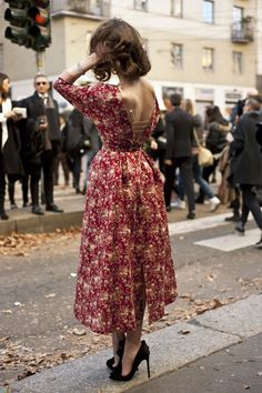 Feminine at KG Street Style – Dress Archive Look Fashion, Fashion Outfits, Dress Fashion, Gq Fashion, Classy Fashion, Paris Fashion, Fashion Ideas, Fashion Shoes, Looks Street Style