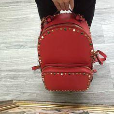 Valention Garavani Garavani Rockstud small  metallic pebble grain calfskin backpack 19612 size:26x10x36cm 01100C13 whatsapp:+8615503787453