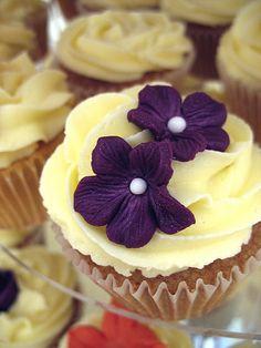 yummm... cupcake wedding cake