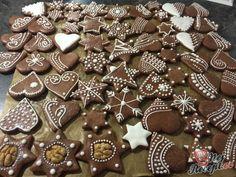 Ihned měkké medové vánoční perníčky | NejRecept.cz Gingerbread Cookies, Christmas Cookies, Cookie Decorating, Sweet Recipes, Christmas Decorations, Xmas, Sweets, Candy, Chocolate