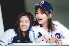 Im Yoona, Yu Jin, Who Runs The World, K Idol, 3 In One, Baseball Players, Read News, The Wiz, Girls Generation
