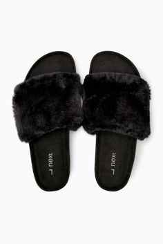 These Black Faux Fur Slider Slippers are sooo on trend now! Black Slippers, Cute Slippers, Cute Sandals, Cute Shoes, Zapatos Shoes, Shoes Heels, Fluffy Shoes, Heeled Boots, Shoe Boots