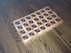 Quilt Pattern End Grain Cutting Board End Grain Cutting Board, Diy Cutting Board, Wood Cutting Boards, Woodworking Guide, Custom Woodworking, Woodworking Projects Plans, Wood Design, Wood Turning, Wooden Boxes