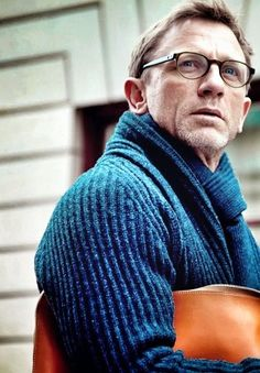 I swear that 'The Girl With The Dragon Tattoo' was filmed just so I could lose my mind over Daniel Craig in glasses and sweaters. #DanielCraig