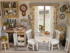 Miniature Dollhouse Kitchen RoomBox With The French por Minicler