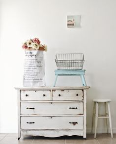 I just finished this old 1930s farmhouse dresser. I like the simple no-fuss style. Happy Monday friends!