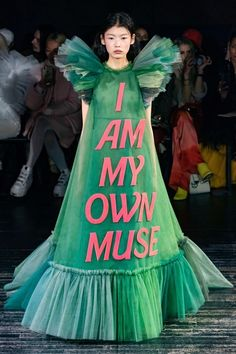 Fashion Week Paris Spring/Summer 2019 look 11 from the Viktor & Rolf collection couture Couture Week, Style Couture, Couture Mode, Spring Couture, Couture Fashion, Runway Fashion, Trendy Fashion, High Fashion, Fashion Trends