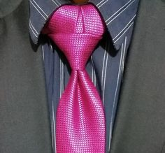 How to Tie the Sagardi Necktie Knot Cool Tie Knots, Cool Ties, Tie The Knots, Sharp Dressed Man, Well Dressed Men, Fancy Tie, Tie A Necktie, Necktie Knots, Mens Attire