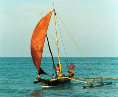 Singhalese fishermen on Indian ocean. Sailing Kayak, Sailing Ships, Madagascar, Outrigger Canoe, Out Of Africa, Environment Concept Art, Small Boats, Fauna, Water Crafts