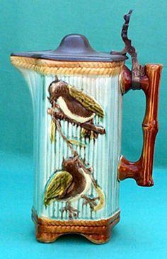 """Les pichets en barbotine de Nimy Pichet """" Moineaux """" hauteur 21,5 cm Cachet anciennement """" Mouzin-Lecat """" 1893 -1906"""