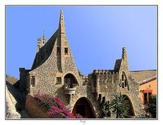 Celler Güell, una edificació modernista d'estil gaudinià situada en el nucli de Garraf, en el municipi de Sitges, comarca del Garraf (Catalunya - Catalonia)