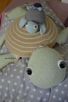Free crochet patterns Look Free crochet patterns Look. Crochet Toys, Free Crochet, Knit Crochet, Baby Knitting Patterns, Crochet Patterns, Crochet Tutorials, Crochet Turtle, Crochet Pillow, Baby Afghans