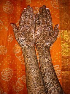 intricate bridal henna leila majnoo design