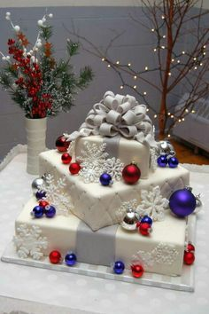 Christmas Wedding Cake dummy cake with fondant, royal icing snowflakes, real ornaments Christmas Wedding Themes, Christmas Cake Decorations, Holiday Cakes, Christmas Cakes, Blue Christmas, Christmas Gifts, Christmas Birthday Cake, Xmas Cakes, Cake Birthday