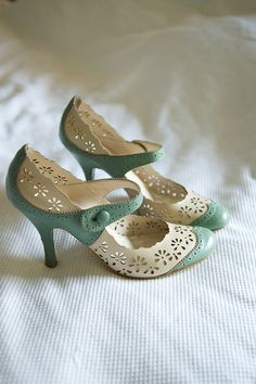 lovely vintage shoes! #mint #pumps #lace