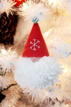 Wee Little Gnome Pom Pom Ornaments! pom-pom-and-felt-gnome-ornament Cute Christmas Presents, Diy Christmas Gifts, Christmas Projects, Christmas Ideas, Christmas Pillow, Gnome Ornaments, Handmade Ornaments, Diy Christmas Ornaments, Glitter Ornaments