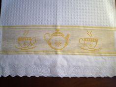 Pano de copa 100% algodão.dohler  Tamanho; 40x60cm  Trabalho; ponto oitinho  Barrado:bordado inglês %algodão