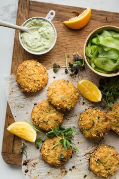 Baked fish croquettes and mayo with avocado – K for Katrine – Foods Fish Recipes, Whole Food Recipes, Dinner Recipes, Cooking Recipes, Healthy Recipes, Sausage Alfredo Recipe, Confort Food, Paleo, Good Food