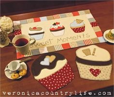 sweet mug rug and coasters Table Runner And Placemats, Quilted Table Runners, Small Quilts, Mini Quilts, Patch Quilt, Applique Quilts, Quilting Projects, Sewing Projects, Mug Rug Patterns