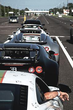 Bugatti Veyron queing #petrolified