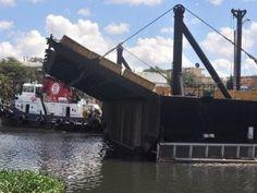 Cierran el puente flotante por avería