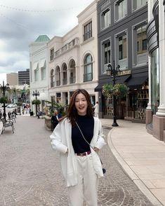 Korean Fashion Summer Look Fashion Korean Fashion Trends, Korean Street Fashion, Korea Fashion, Asian Fashion, Look Fashion, New Fashion, Winter Fashion, Fashion Outfits, Fashion Skirts