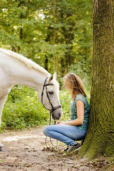 Fotoshoot met Paard #fotoshoot #witpaard #paard #bos #bergen #Noordholland #paardenshoot