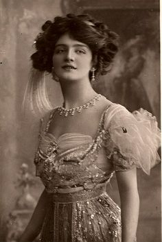 """Lily Elsie in """"The Merry Widow"""" Act I. London, 1907"""