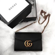 Today we are going to make a small chat about 2019 Gucci fashion show which was in Milan. When I watched the Gucci fashion show, some colors and clothings. Gucci Purses, Gucci Handbags, Gucci Bags, Luxury Handbags, Fashion Handbags, Purses And Handbags, Fashion Bags, Designer Handbags, Designer Bags