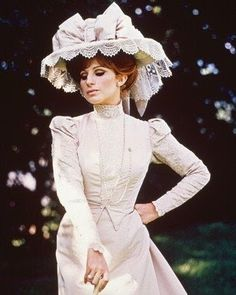 """Barbra Streisand played Dolly Levi in """"Hello, Dolly"""" Directed by Gene Kelly, costume design by Irene Sharaff. (Link is in French. Edwardian Fashion, Vintage Fashion, Film Musical, Vintage Dresses, Vintage Outfits, Films Cinema, Foto Blog, Gene Kelly, Barbra Streisand"""