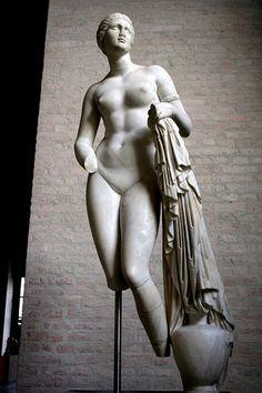 Venus, Glypthotek, Munchen, via TheAncientWorld.