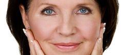 """Sul viso delle donne ci sono più #rughe   Meno ghiandole sebacee, meno ghiandole sudoripare, minor irrorazione sanguigna, muscoli facciali più vicini al lato esterno della pelle: per questo la pelle intorno alla bocca delle donne tende a invecchiare prima di quella dei coetanei maschi. La ragione è """"fisiologica"""". E la situazione peggiora anche a causa della menopausa, il che comporta una diminuzione ulteriore dell`irrorazione sanguigna. fonte:salute24.ilsole24ore.com"""