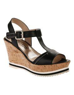 Sandales compensées. Le look de l'été en cuir haut de gamme de vachette. Forme plateau mode.