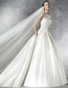 PRONOVIAS PRANETTE BRIDAL GOWN