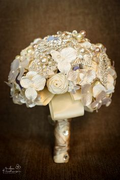 Broche Wedding Bouquet Photo www.andreakuehnis.com