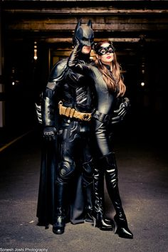 Batman by Kirk Reay Catwoman by FairyPorchQueen Cosplay Dark Knight suit & utility belt by UD Replicas Batman Cosplay, Batman And Catwoman Costumes, Batman Beyond Costume, Batman Halloween Costume, Couple Halloween Costumes, Halloween Outfits, Batwoman Costume, Dc Cosplay, Halloween 20