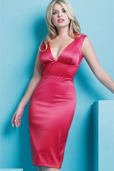 47 Sexy Holly Willoughby Pictures Show Off Hot Curvy Body Holly Willoughby Bikini, Holly Willoughby Legs, Dress Skirt, Bodycon Dress, Woman Crush, Mode Style, Satin Dresses, Formal Dresses, Most Beautiful Women