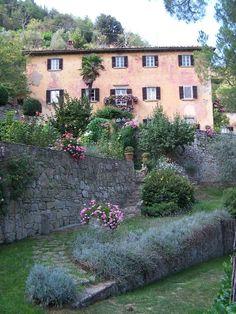 ....si .....Bramasole existe.....está cerca de Cortona.... y es la casa de Frances Mayes....cuya ...
