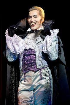 Milan van Waardenburg - Herbert von Krolock (Ballszene) Theatre Shows, Musical Theatre, Tanz Der Vampire Musical, Carpe Noctem, Creatures Of The Night, Costume Design, The Hobbit, Couture Fashion, Austria