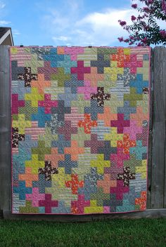 Hope Valley Plus Quilt by {Karamat}. I do not care for these colors, but suspect the pattern is fairly easy.