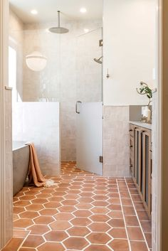 "Designer: Emily Seeds Interiors Photography: Jordan Petsy Product: Idris 4""x4"" in White Carrare Interior Design Trends, Interior Design Studio, Design Ideas, Interior Modern, Minimalist Interior, Interior Ideas, Interior Inspiration, Bad Inspiration, Bathroom Inspiration"